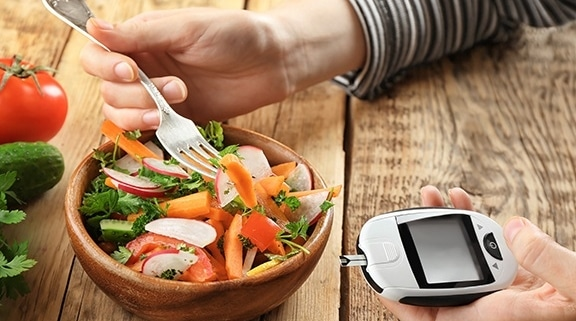 using-a-glucometer-to-check-blood-sugar-levels